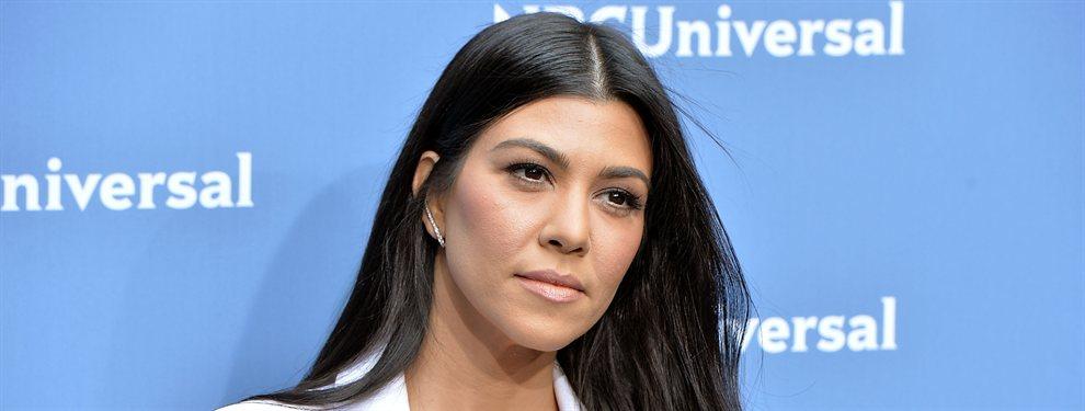 Kourtney Kardashian se fotografió con un top de plumas que cubría su cuerpo y sus partes íntimas