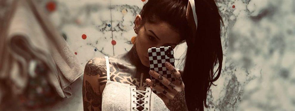 ¡Candelaria Tinelli la lía: en cueros y en los probadores !: Pantalón roto y ausencia de ropa hacen arder Instagram con esta foto de la argentina