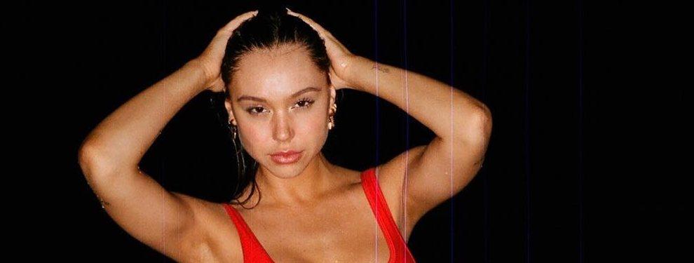 Alexis Ren comete el descuido de dejarse el bikini en casa y la foto que nos han pasado es sencillamente espectacular