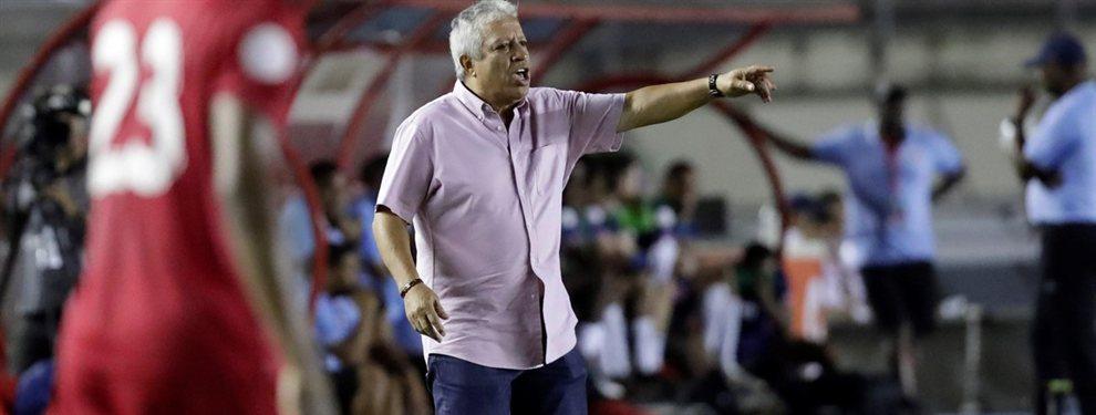 El Tolo Gallego disputó su segundo partido como entrenador de Panamá y sufrió una sorprendente derrota ante Bermudas.