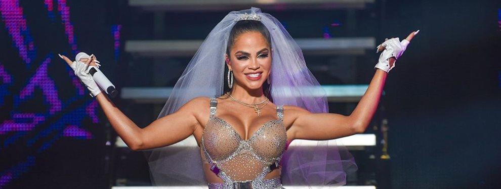 ¡EN DIRECTO!Natti Natasha enseña las piernas junto a Becky G ¡Se le ve eso!. Puerto Rico alucina con el show ¡y el modelito de ambas! ¡Vaya bombas!