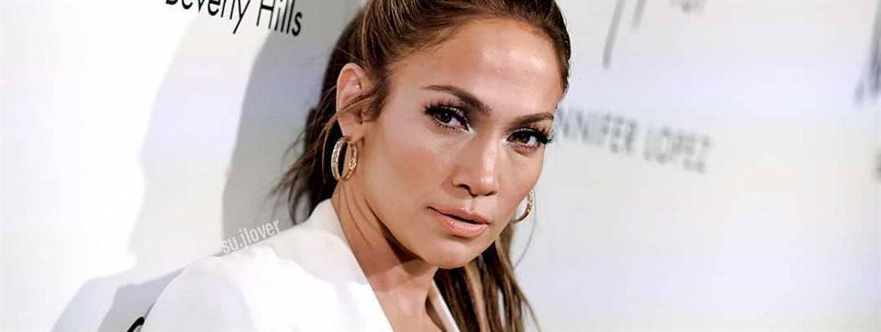 A Jennifer López se le cae la falda en pleno escenario ¡Ojo a lo que hace!. La reina del Bronx reacciona de esta manera viral ¡Tom Hanks estará alucinado!