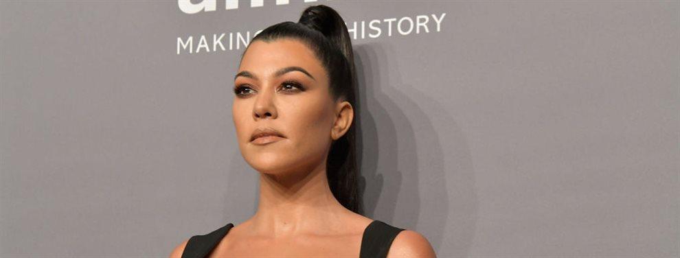 Kourtney Kardashian sorprendió con una imagen en la bañera en la que aparecía leyendo