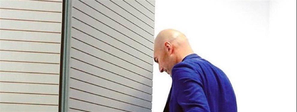 Zidane no sabe donde meterse y Florentino le dice: ¡Es mejor que Messi!