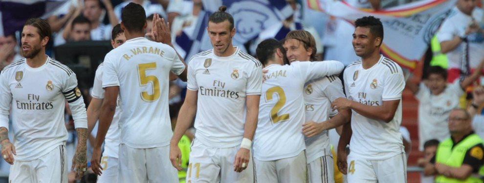 Florentino Pérez desesperado con la situación del Real Madrid.El equipo blanco sigue en su espiral de negatividad pese a cosechas buenos resultados en liga