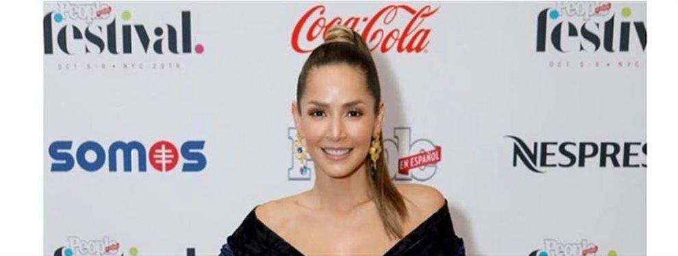 La actriz Carmen Villalobos conoce su cuerpo mejor que nadie y sabe lo que mejor le sienta, como un vestido con agujeros que da la sensación de roto.