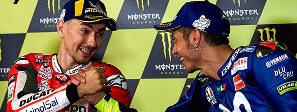 Jorge Lorenzo y Valentino Rossi no le dejan disfrutar del título a Marc Márquez: ¡Sueltan esto, uno sacude al piloto y el otro a Honda! ¡Saltan chispas!