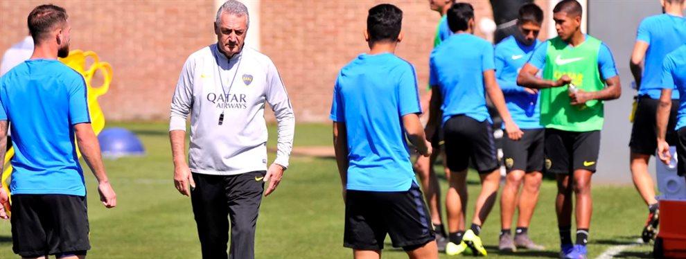 Gustavo Alfaro convocó a todos los futbolistas que tiene a disposición para recibir a Racing.