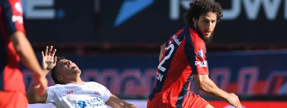 Huracán y San Lorenzo se enfrentan en el Estadio Tomás Adolfo Ducó en una nueva edición del clásico.