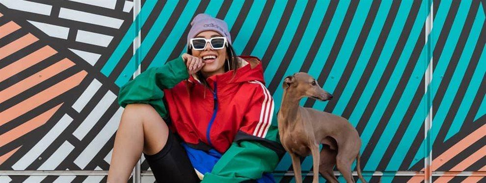 La cantante brasileña Anitta ha sacado su lado más tétrico en la festividad de Halloween y se ha disfrazado de una Morticia muy diferente a la original