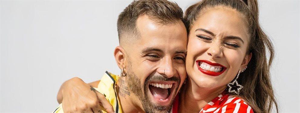 La cantante Greeicy Rendón se ha hecho uno de los famosos selfies en el baño antes de una actuación pero no deja que se refleje su retaguardia en el espejo