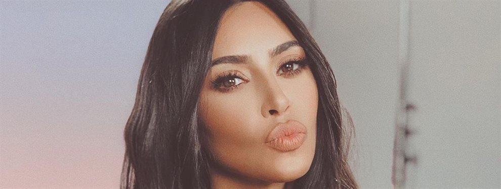 El vestido de la influencer Kim Kardashian ha estallado en un intento de la famosa de ponérselo y enseñar a quien le copia que lo suyo es lo más original