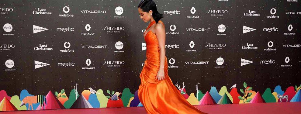 La cantante Rosalía actuó en Los 40 Awards y generó todo tipo de comentarios con su actuación por lo extraña y enigmática que fue. Si quieres verla entra
