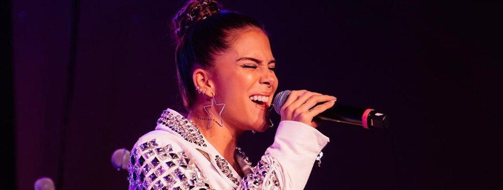 La cantante Greeicy Rendón sigue de gira con su música tras los Premios Latin Grammy, con estilismos tan suyos como lo es el short que lleva y que marca.