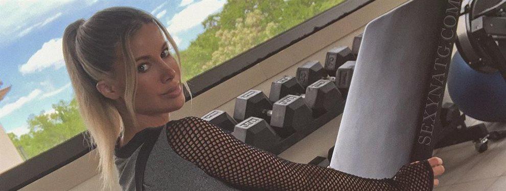 Natalie Gauvreau es la nueva diosa de Instagram por cosas como esta: ¡se baja la falda en la calle y no lo oculta! ¡Supera a Demi Rose y ni se despeina!