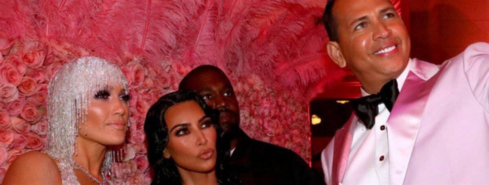 Pillados Kim Kardashian y Álex Rodríguez en la cocina. Se produce una situación tan embarazosa que Jennifer López no sabe que decir y la mirada de Kim...