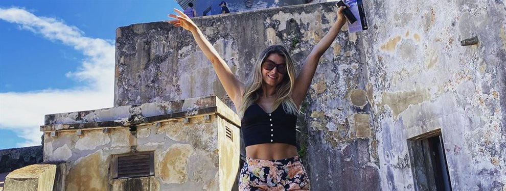 La modelo Cristina Hurtado tiene todo en la vida, baila para celebrarlo junto a su marido José Narváez, el aprovecha el momento para tocarle la retaguardia