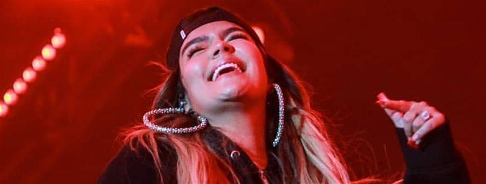 Karol G se graba en un vídeo íntimo en el que se la ve cantando y bailando, sin pantalón y sólo con la parte de arriba del pijama, sin estar Anuel al lado