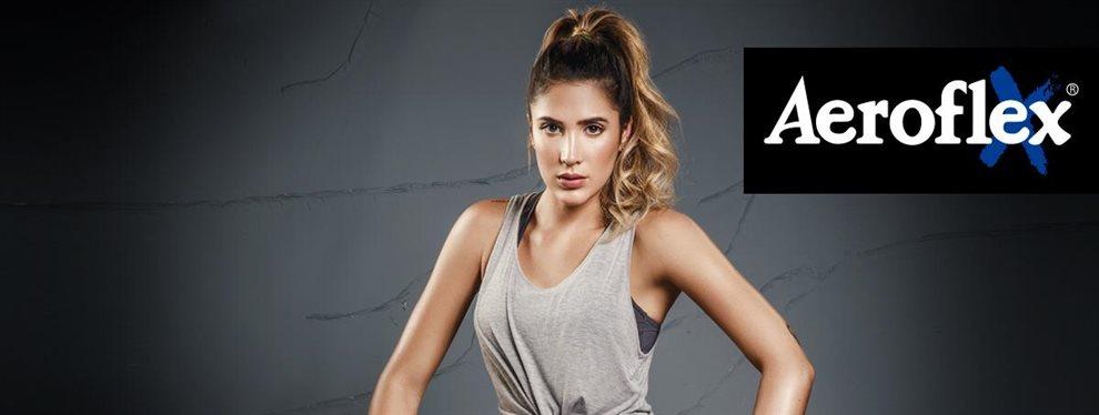 Daniela Ospina publicitó su nueva línea de ropa con una foto en la calle y un 'outfit' llamativo