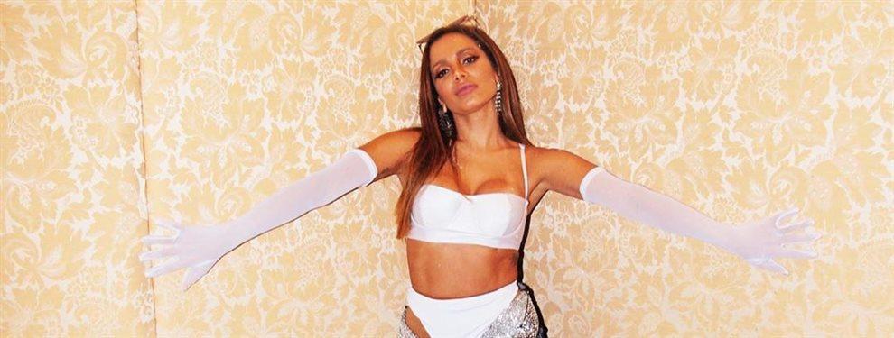 La cantante brasileña Anitta ha dejado la música unos días para pasar unas vacaciones en la nieve, su ropa deportiva es del estilo de su fondo de armario