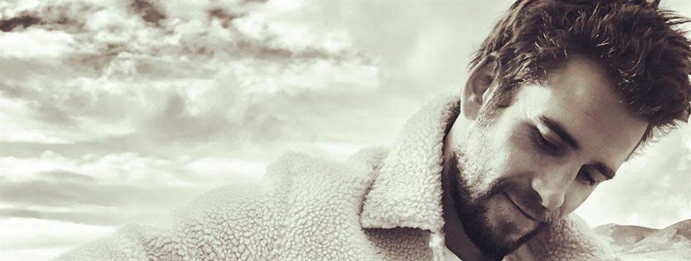 El actor Liam Hemsworth olvida a su ex Miley Cyrus en manos de la modelo Gabriella Brooks, les han pillado juntos en la playa en actitud de lo más cariñosa