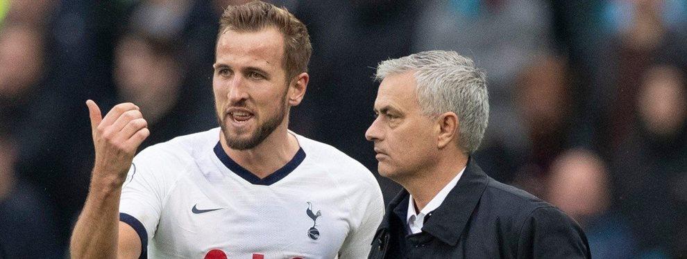 Pasan los días y la preocupación de José Mourinho crece por encontrar a un delantero.