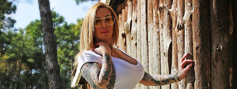 La modelo fitness Victoria Lomba ha seleccionado con cuidado el look que ha utilizado para ir a trabajar, se ha puesto de tiros largos para bajar al metro