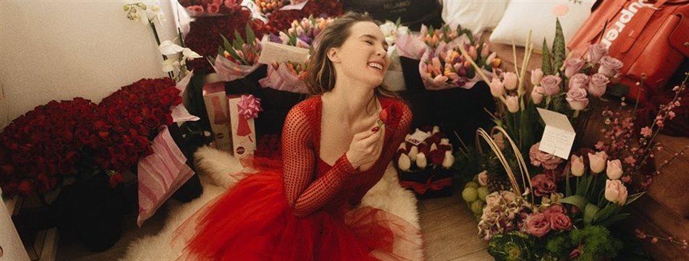 La mexicana Belinda no logra convencer con su actuación en el musical 'Hijo de la luna', ni su voz ni su vestuario son lo que muchos esperaban de ella