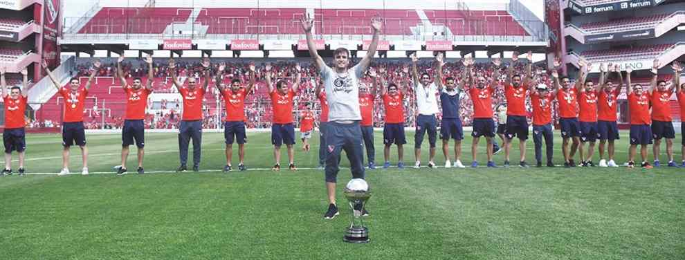 Tras un nuevo Maracanazo logrado por Independiente ante Flamengo, por la final de la Copa Sudamericana, cientos de hinchas del Rojo recibieron al campeón en el Aeroparque Metropolitano y lo acompañaron en caravana hasta el estadio