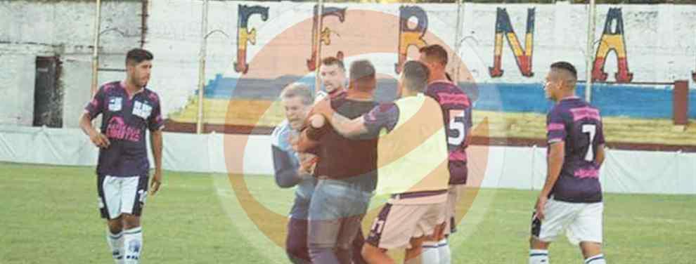 PRIMERA D. El periodista de espectáculos, uno de los entrenadores de Victoriano Arenas, recibió una dura golpiza en el encuentro que su equipo derrotó -como visitante- a Central Ballester