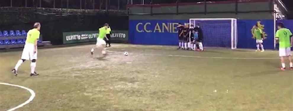 ¡Me vuelvo loco! El golazo que metió Totti en un partido de fútbol 5