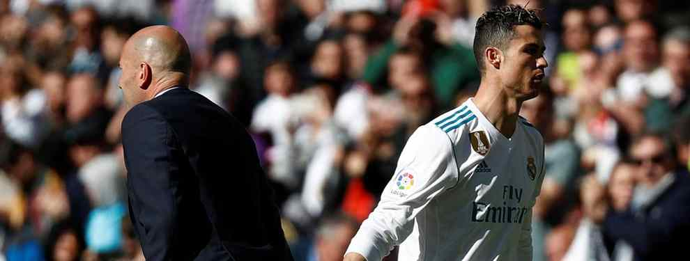 Zidane y Cristiano Ronaldo han montado un gran lío en el vestuario del Real Madrid. El cambio del portugués ante el Atlético no ha sentado nada bien en la plantilla.
