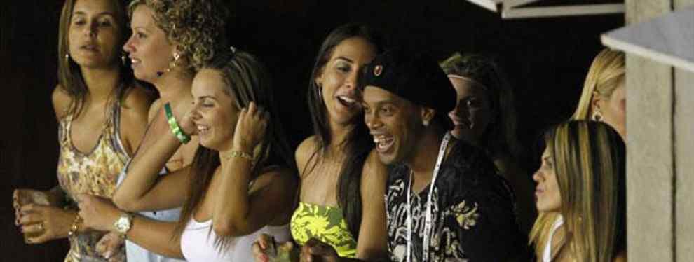La última de Ronaldinho: ¡se casa con dos mujeres a la vez!